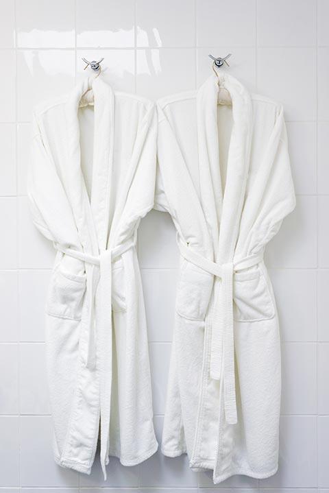 2-robes-hanging